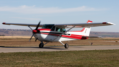 A picture of CGGHB - Cessna 172N Skyhawk - [17273984] - © Mike MacKinnon