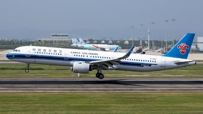 A picture of B1092 - Airbus A321271N - China Southern Airlines - © XPHNGB