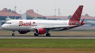 Pk lav airbus a320 214 batik air flightradar24 25suherdyanto jetphotos aircraft photo stopboris Choice Image