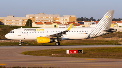 A picture of ECMKM - Airbus A320232 - Vueling - © Carlos Miguel Seabra
