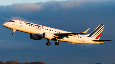 A picture of FHBLN - Embraer E190STD - Air France - © Paul Kalbitz