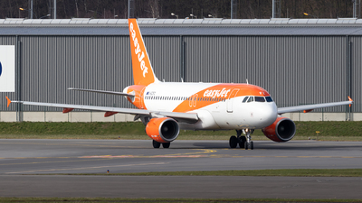 A picture of GEZFZ - Airbus A319111 - [4425] - © Julian S.