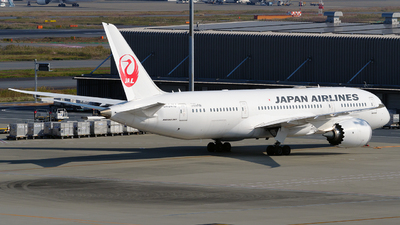 A picture of JA841J - Boeing 7878 Dreamliner - Japan Airlines - © tomobile