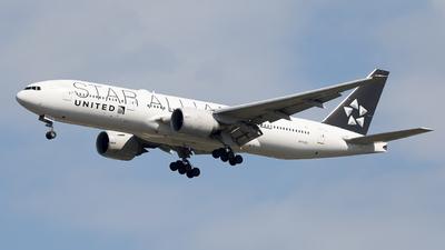 N77022 - Boeing 777-224(ER) - United Airlines
