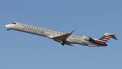A picture of N246LR - Mitsubishi CRJ900LR - American Airlines - © xuxinyi1000