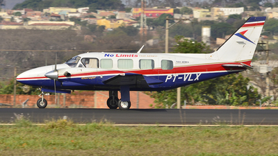 PT-VLX - Embraer EMB-821 Carajá - No Limits Taxi Aereo