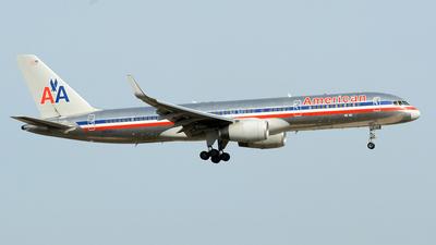 N656AA - Boeing 757-223 - American Airlines