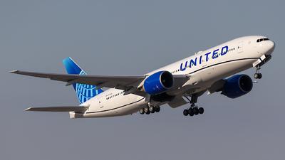 N77006 - Boeing 777-224(ER) - United Airlines
