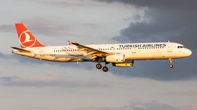 A picture of TCJRC - Airbus A321231 - Turkish Airlines - © Jeremy De Winter