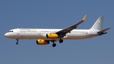 A picture of ECMHB - Airbus A321231 - Vueling - © Rafael Alvarez Cacho
