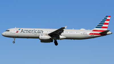 A picture of N567UW - Airbus A321231 - American Airlines - © Marco Papa