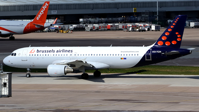 A picture of OOTCH - Airbus A320214 - Brussels Airlines - © Paul Y. M. Chow - AHKGAP