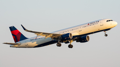 A picture of N366DX - Airbus A321211 - Delta Air Lines - © Evan Dougherty
