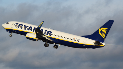 A picture of EIDLD - Boeing 7378AS - Ryanair - © John Fitzpatrick