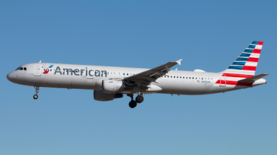 A picture of N169UW - Airbus A321211 - American Airlines - © Michael Walter