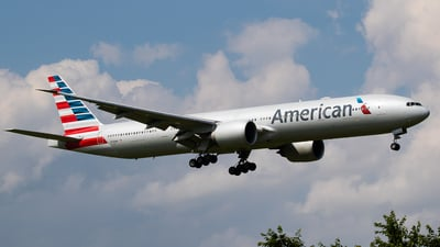 A picture of N729AN - Boeing 777323(ER) - American Airlines - © H.Hayashi