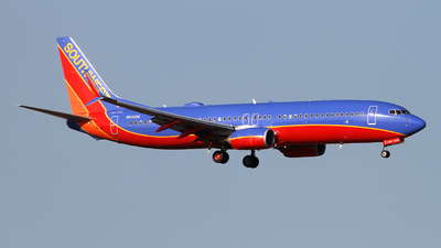 A picture of N8305E - Boeing 7378H4 - Southwest Airlines - © Angel Natal