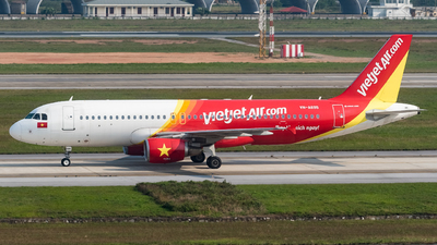 A picture of VNA695 - Airbus A320214 - VietJet Air - © Andrew Lesty