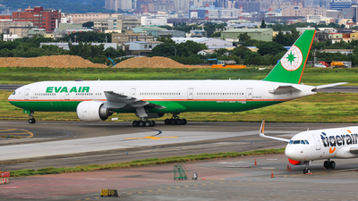 A picture of B16718 - Boeing 77735E(ER) - EVA Air - © Cheng Wei Ho