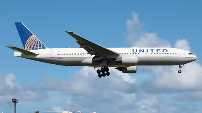 A picture of N792UA - Boeing 777222(ER) - United Airlines - © Angel Natal