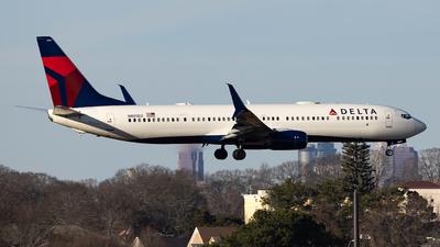 A picture of N801DZ - Boeing 737932(ER) - Delta Air Lines - © JinZi