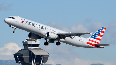A picture of N183UW - Airbus A321211 - American Airlines - © Rocky Wang