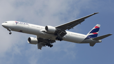 A picture of PTMUD - Boeing 77732W(ER) - LATAM Airlines - © Akbarali Mastan