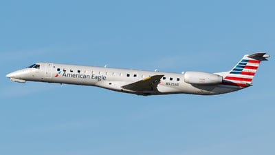 A picture of N925AE - Embraer ERJ145LR - American Airlines - © Evan Dougherty
