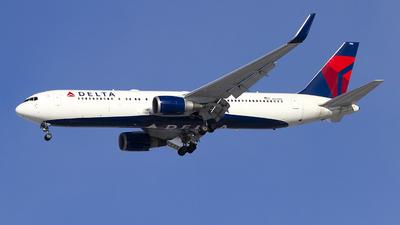 A picture of N175DZ - Boeing 767332(ER) - Delta Air Lines - © Jeremy D. Dando