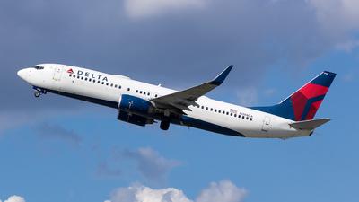 N398DA - Boeing 737-832 - Delta Air Lines