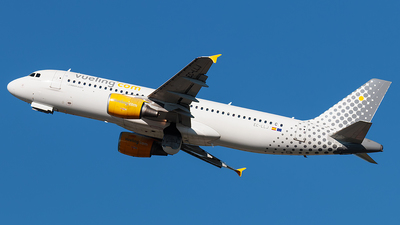 EC-LLJ - Airbus A320-214 - Vueling Airlines