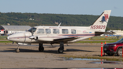 A picture of N59829 - Piper PA31350 - Warbelows Air Ventures - © Giuseppe Battioli