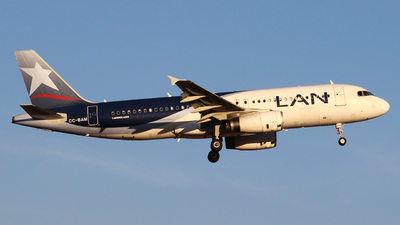 A picture of CCBAM - Airbus A320232 - LATAM Airlines - © Juan Guillermo Pacheco S.-