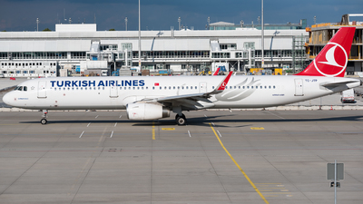 A picture of TCJTP - Airbus A321231 - Turkish Airlines - © Chr.Schulenberg