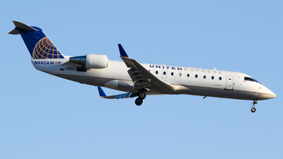 A picture of N442AW - Mitsubishi CRJ200LR - United Airlines - © C. v. Grinsven