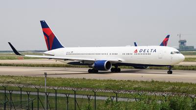 N1613B - Boeing 767-332(ER) - Delta Air Lines