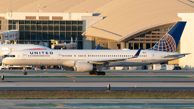 N17133 - Boeing 757-224 - United Airlines