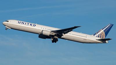 N76065 - Boeing 767-424(ER) - United Airlines