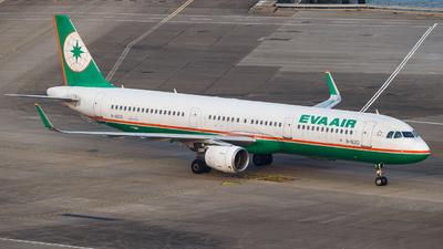 A picture of B16213 - Airbus A321211 - EVA Air - © Kevin Chung - AHKGAP