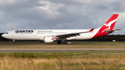 A picture of VHQPB - Airbus A330303 - Qantas - © Josh Deitz