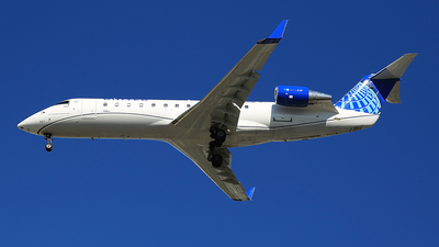 A picture of N960SW - Mitsubishi CRJ200LR - United Airlines - © Jonathan Kang