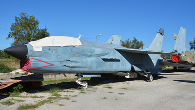 8 - Vought F-8P Crusader - France - Navy