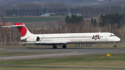 JA8004 - McDonnell Douglas MD-90-30 - Japan Airlines (JAL)