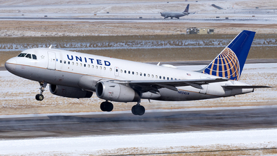 A picture of N824UA - Airbus A319131 - United Airlines - © Yixin Chen