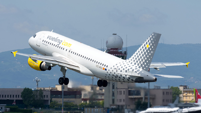 EC-MIQ - Airbus A319-111 - Vueling Airlines