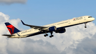 A picture of N587NW - Boeing 757351 - Delta Air Lines - © Doug Marsh