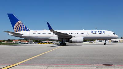 N19130 - Boeing 757-224 - United Airlines