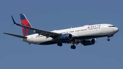 A picture of N835DN - Boeing 737932(ER) - Delta Air Lines - © Art Brett