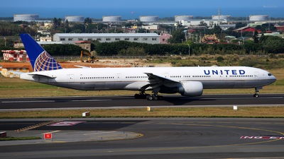 A picture of N2138U - Boeing 777322(ER) - United Airlines - © Yi-Fan Wu