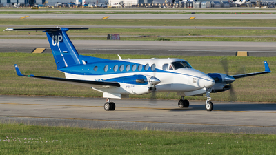 A picture of N871UP - Beech B300 Super King Air 350 - Gama Aviation - © Positive Rate Photography